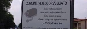 Guarda la versione ingrandita di Arcade (Treviso): cartelli antiladri in arabo e rumeno FOTO