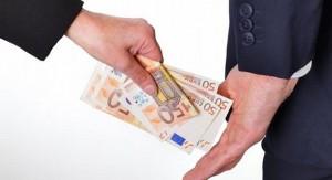 """Cassazione: """"Offrire 100 euro a Polizia non è corruzione"""""""