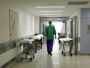 """Guarda la versione ingrandita di Moglie in fin di vita all'ospedale, lui: """"Si è impiccata"""""""