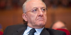 Guarda la versione ingrandita di Vincenzo De Luca, nuovo avviso garanzia per presunto falso in atto pubblico
