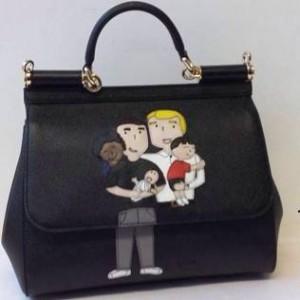 Guarda la versione ingrandita di Dolce&Gabbana, famiglie gay su borse e magliette: FOTO
