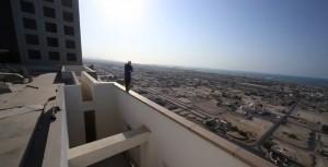 YOUTUBE Parkour a Dubai: ragazzo corre su cornicione