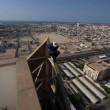 Parkour a Dubai: ragazzo corre su cornicione3