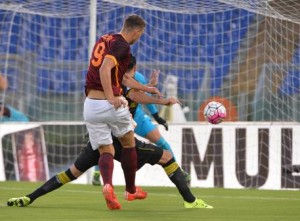 Guarda la versione ingrandita di As Roma, Edin Dzeko (foto Ansa)