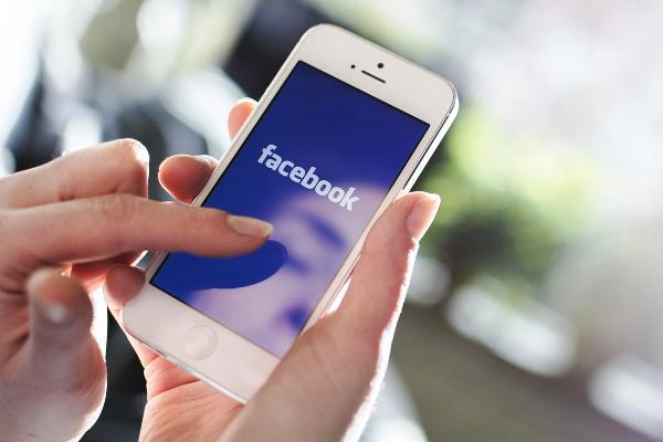 """Facebook, il """"Mi piace"""" non basta più: arrivano nuovi tasti"""
