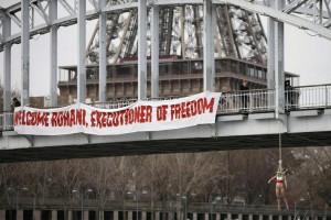 """Guarda la versione ingrandita di YOUTUBE Femen si """"impiccano"""" per protesta contro Rohani"""
