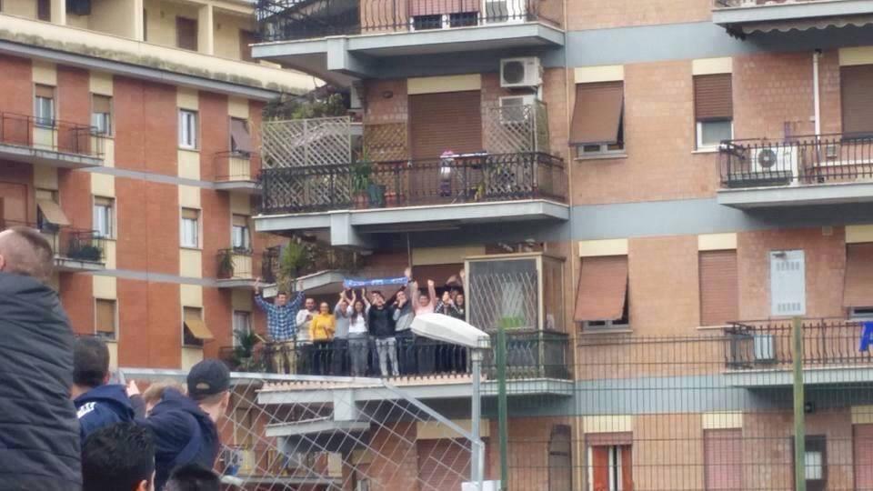 Frosinone-Napoli FOTO: napoletani in trasferta...sul balcone
