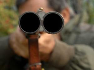 Padova: parte per errore colpo fucile, padre uccide figlio
