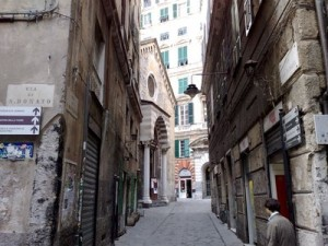 Guarda la versione ingrandita di Genova, la chiesa di San Donato è bellissima, ha 900 anni e sorge su chiese e templi più antichi. Ma avventurarsi di notte da quelle parti può essere pericoloso