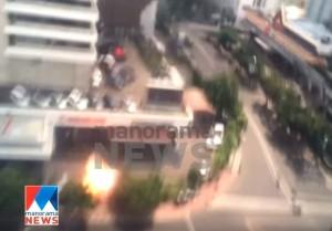 Giacarta, le bombe al centro commerciale