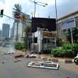 Giacarta, kamikaze e raffica di esplosioni: vittime FOTO