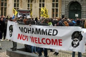 Colonia, Raid neonazi anti-immigrati. Scontri hooligans