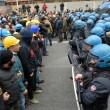 Ilva, ancora proteste a Genova: blindati fermano corteo11