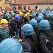 Ilva, ancora proteste a Genova: blindati fermano corteo14