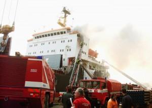 Venezia, incendio nella stiva di nave carboniera in porto