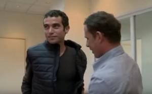 YouTube Israele: reporter prova giacca anti coltello, ma...