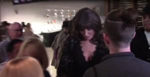 Caitlyn Jenner, decine di FOTO con i fan