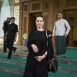 Angelina Jolie-Brad Pitt, un milione per un bimbo cambogiano5