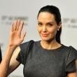 Angelina Jolie-Brad Pitt, un milione per un bimbo cambogiano6