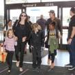 Angelina Jolie-Brad Pitt, un milione per un bimbo cambogiano7