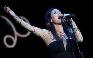 Laura Pausini cerca fan che ispirò Nella porta accanto AUDIO