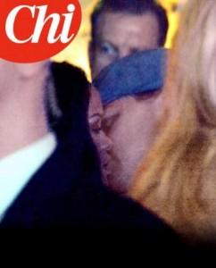 Guarda la versione ingrandita di Leonardo DiCaprio e Rihanna, il bacio: ecco la FOTO