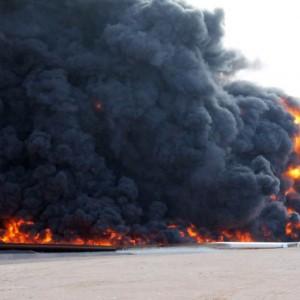Guarda la versione ingrandita di YOUTUBE Isis attacca i pozzi: brucia petrolio in Libia