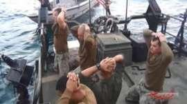 YOUTUBE Marines inginocchiati davanti a pasdaran Iran FOTO