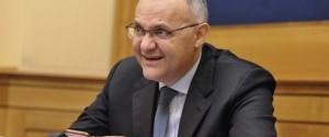 Guarda la versione ingrandita di Ex ministro Mauro a convegno con Forza Nuova, Alba Dorata...