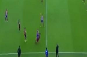 YOUTUBE Felipe Luis entrata choc su Messi: scoppia la rissa