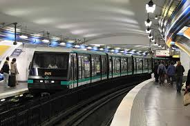 Allerta terrorismo metro Parigi: jihadisti Isis tra clochard