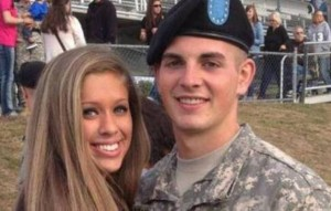 Soldato posta foto con la sua nuova ragazza, ma lei è...
