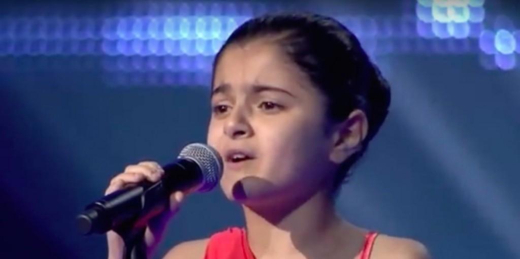 YOUTUBE Mirna, bambina sfuggita all'Isis, incanta The Voice 04