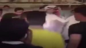 YOUTUBE Donne arabe molestano uomini in centro commerciale