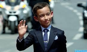 YOUTUBE Principe Marocco sfila mano a chi tenta di baciarla