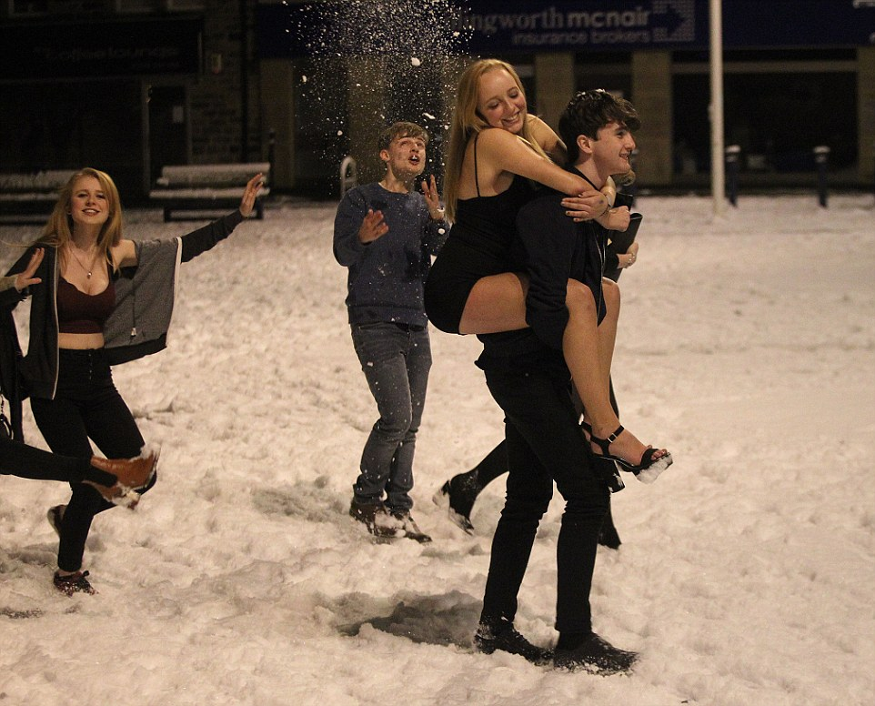 FOTO VIDEO La neve non spaventa le inglesi: senza calze né.. -