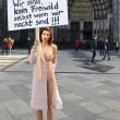 nuda contro molestie sessuali10