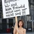 nuda contro molestie sessuali6