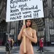 nuda contro molestie sessuali4
