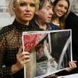 Pamela Anderson contro foie gras produttori protestano4