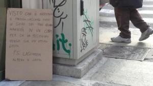 Torino, bar offre pane ai poveri: rischia multa per cartello
