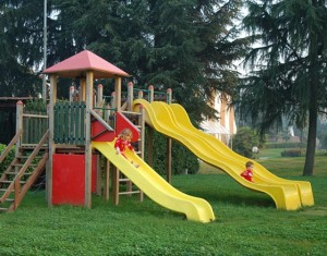 Mense e parchi vietati se genitori non pagano tasse? 70%: sì