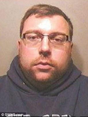 Pedofilo si impicca in cella: stuprò bimbo 3 mesi. Su web...04