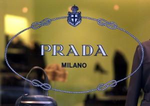Guarda la versione ingrandita di Prada, sito clonato: prodotti tarocchi venduti su internet (foto Ansa)