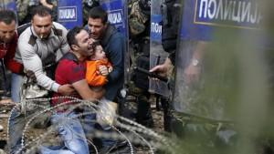 Profughi, ipotesi muro per mettere Grecia fuori da Schengen