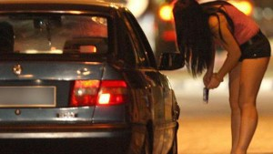 Tivoli, costringeva fidanzata a prostituirsi: arrestato
