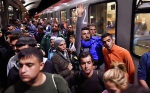 Guarda la versione ingrandita di Europa scopre ronde profughi nei branchi a caccia di donne