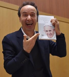 Guarda la versione ingrandita di Italian actor Roberto Benigni during the presentation of the book ' The name of God is Mercy' (Il nome di Dio e' Misericordia), Rome, Italy, 12 January 2016.  ANSA/ETTORE FERRARI