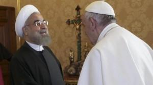 """Papa Francesco anche a Rohani: """"Pugno se offendi mia madre"""""""