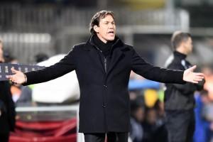 La notizia però non è andata giù ai tifosi, spettatori di una Roma che da inizio stagione ha regalato poche soddisfazioni ai propri sostenitori: «Chissà se Florenzi è andato a dargli un bacetto dopo questa notizia» è il commento al vetriolo di un tifoso su twitter. E poi ancora: «La barzelletta continua» scrive Fabio, «Il cambiamento è già finito» ironizza Marco. Insomma ce n'è per tutti, anche per Garcia a cui viene chiesto, edulcorando, di «lasciare la Roma». È proprio il caso di dirlo: anno nuovo, stessi problemi.